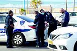 נקודת ביקורת של המשטרה בחוף בת ים