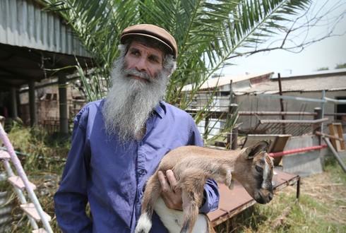 אמיליו מוגלינר, העז והחווה האקולוגית במושב גבתון
