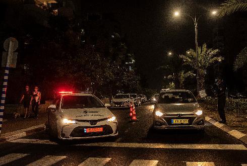 הסגר הלילי יצא לדרך בשכונת ברנע באשקלון. מחסומי משטרה הוצבו משבע בערב עד חמש לפנות בוקר למחרת