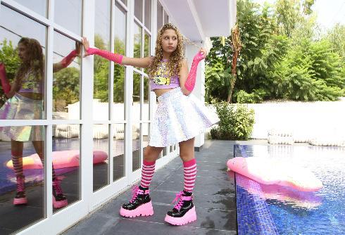 לכוכבת הפופ בת ה-12, אן בי מהרצליה, יש רבבות עוקבים ברשת ומיליוני צופים שמחכים לכל קליפ שלה