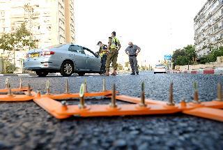 מדינה תחת סגר. מחסומים בכבישים בראשון לציון