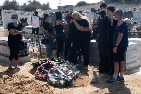 אחד מ-1,300. הלוויתו של איש הספורט האשדודי רפי חמאווי, שנכנע לקורונה לאחרי חודשיים של מאבק