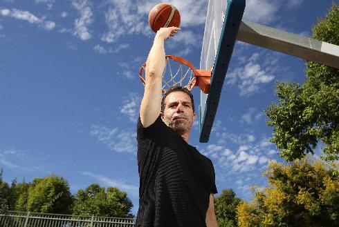 השדר עופר דומינגז מונה לנשיא מועדון הכדורסל של מכבי הוד השרון