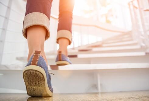 לעלות במדרגות במקום במעלית, להחנות את הכב רחוק ולצעוד