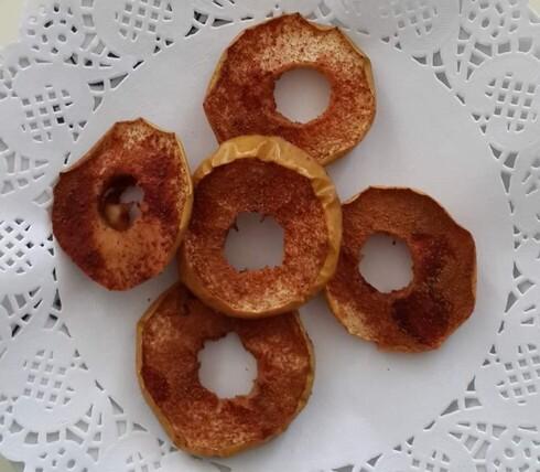 במקום מתוקים עתירי סוכר: תפוח עץ בתנור עם קינמון
