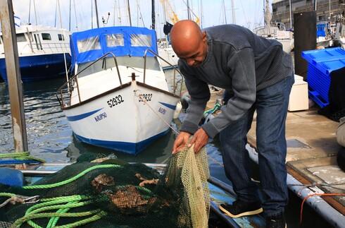 100 דייגים מתל אביב-יפו הגישו תביעה לבית המשפט בטענה שהעירייה וגופים נוספים אחראים על חדירת מי ביוב לים, שפגעה בפרנסתם במהלך לילה גשום אחד