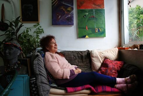מסעותיי בקורונה. האמנית לילה בר עד הפכה את השיטוטים שלה בתל אביב בסגר לספר צילומים אופטימי