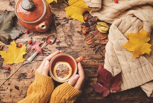 שתו משקעות חמים כמו תה, קפה וחליטות, שמחממות את הגוף