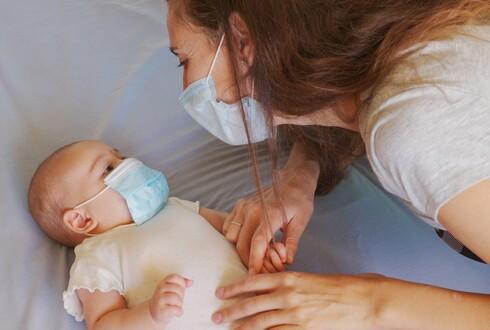 הרבו בתקשורת קרובה ומילולית עם התינוק בבית
