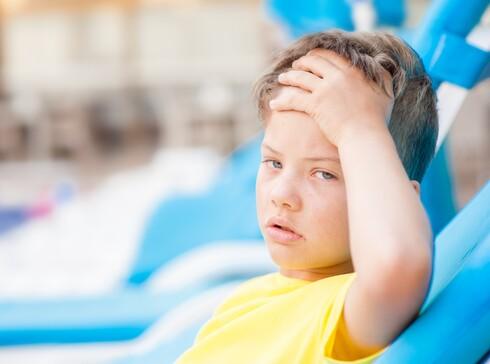 בימים חמים ובשהייה בחוץ מאבדים נוזלים ומלחים בזיעה ואפשר להגיע להתייבשות
