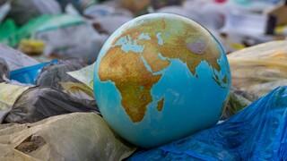 הימנעו משימוש בכלים חד פעמיים ושקיות ניילון שהפכו את הארץ לפח זבל אחד נרחב