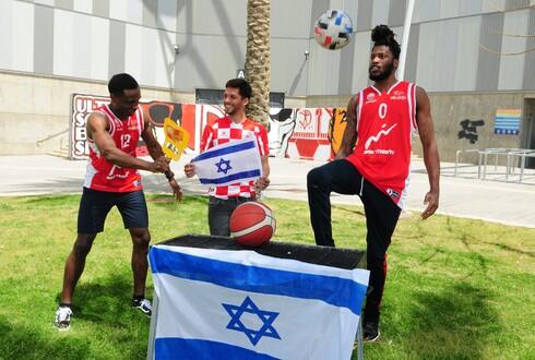 מריאנו באריידו, אריק גריפין וכיילב אגאדה, השחקנים הזרים של הפועל באר שבע בכדורגל ובכדורסל מספרים מה המילה הראשונה שלמדו בעברית