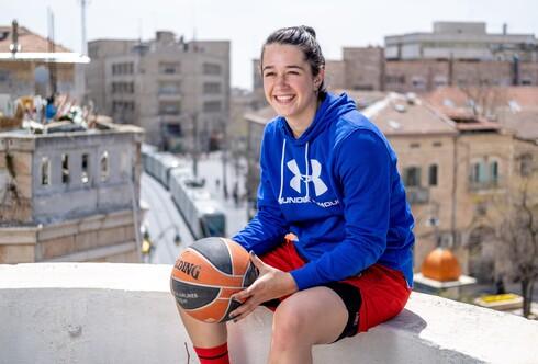 """נטע רפאל, כדורסלנית אס""""א ירושלים, נולדה וגרה בעיר ומנהלת אורח חיים דתי"""