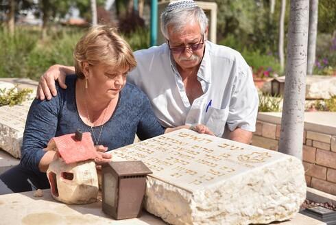 """יניב רואימי ז""""ל ממושב דבורה נפל בלבנון בשנת 1996. 25 שנה אחרי, הוריו מרים ואבי חושפים את המילים המרגשות שכתב בפנקס הקטן"""