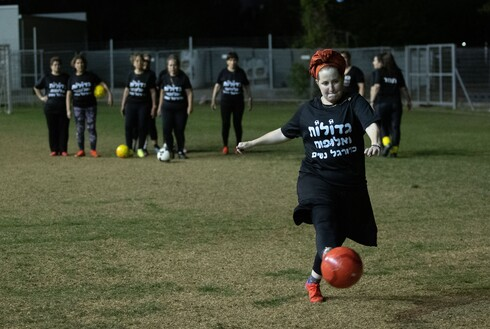 זה התחיל בתוכנית של נשים שרצו להוריד במשקל, אבל החוג הקטן הפך לקבוצה של פנסיונריות אנרגטיות שמשחקות כדוררגל פעמיים בשבוע