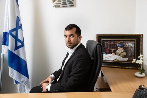 אבישי כהן, חבר המועצה המפתיע ביותר בירושלים, מצא את עצמו בלב הסיעה הפלורליסטית ולא פוסל מעבר לקואליציה של משה ליאון
