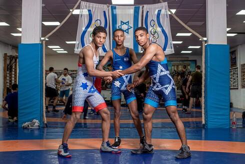 האחים יעקב, יצחק ומשה ממועדון ההיאבקות ברחובות קוטפים מדליה אחרי מדליה וחולמים על האולימפיאדה