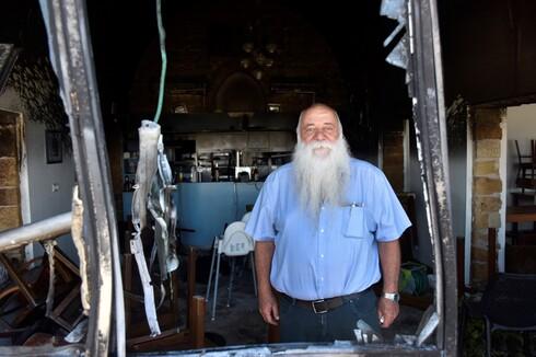 המסעדה והמלון של אורי בורי הוצתו השבוע, אבל הוא ממשיך להאמין באנשים של עכו