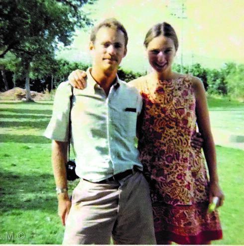 הוריו של בנט מתנדבים בקיבוץ