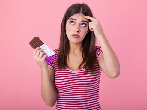 יש להימנע מהמזונות הלבנים, המתוקים ומשוקולד