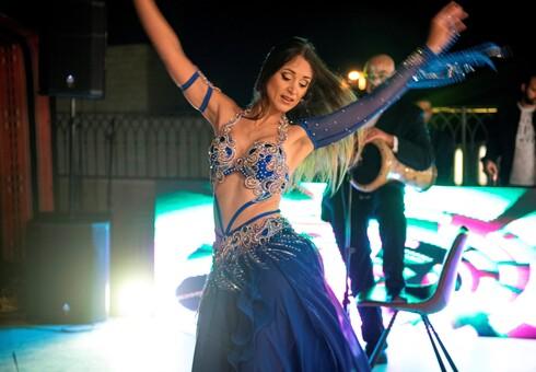 חאפלה נצרתית בלווי מופע רקדנית בטן