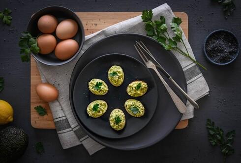 ביצים ממולאות באבוקדו