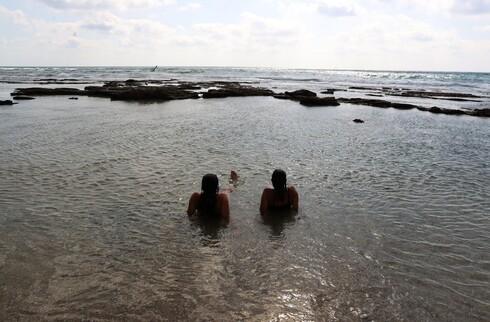 חוף הדייגים בחדרה, אחד היפים והפופולריים, אינו מוכרז, מסוכן ואין בו שירותי הצלה
