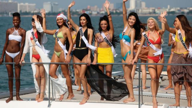 נשים יפות מכל רחבי העולם מגיעות לתחרות. חשיפה בינלאומית לאילת