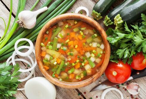 מרק ירקות עם אסטרגלוס לחיזוק מערכת החיסון