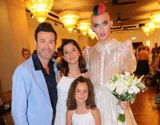 אברמוביץ עם בנותיו ונונה שלאנט