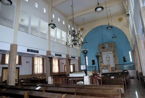 בית הכנסת הגדול בהרצליה הוקם בשנות העשרים בצריף. עם השנים הפך למבנה הכי מפואר בעיר