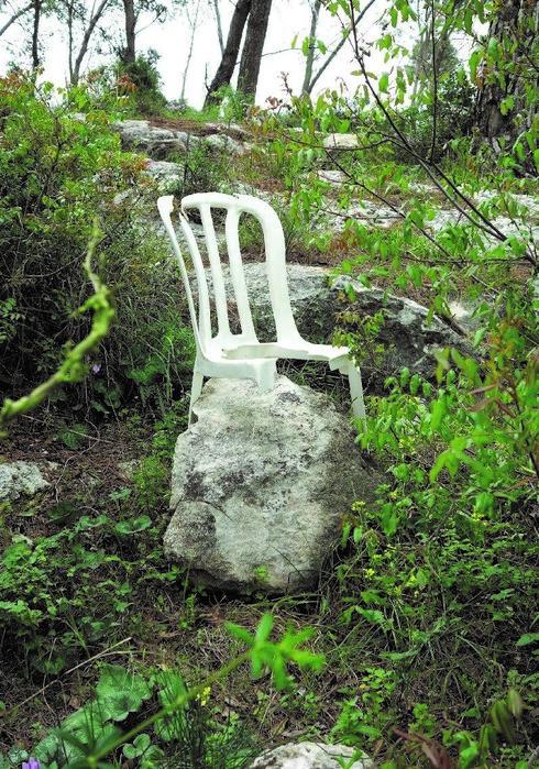 """מתוך התערוכה """"כיסאות מתבודדים"""""""