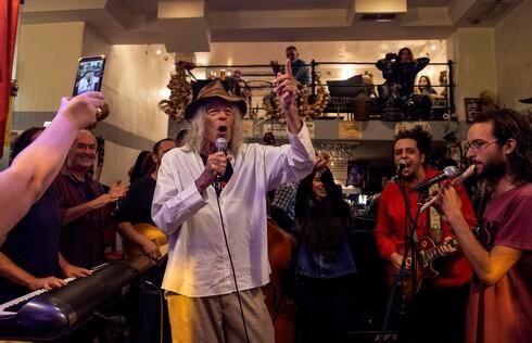 """אחרי 15 שנות פעילות ה""""בירמן"""" סוגר את שעריו והאמנים נפרדים מהבר המוסיקלי. דן בירון ואשתו שרי רז מדברים על העבר המפואר"""