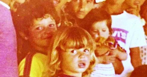 אביבי (מימין) ואחיו איציק זוהר בילדותם | צילום פרטי