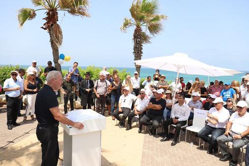 השר גלנט ואורחי הכבוד בטקס | צילום: יואב פלי
