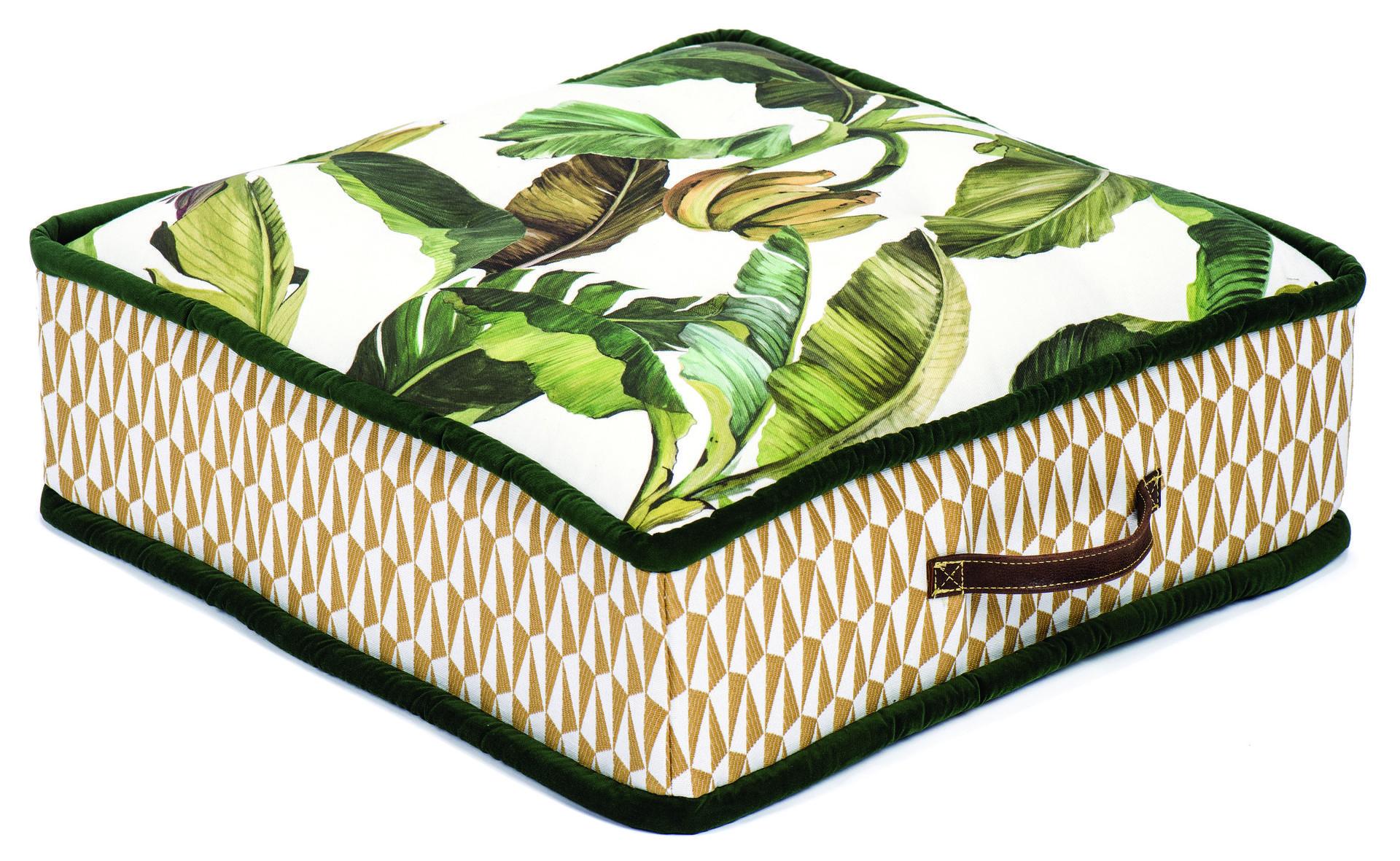 בית העיצוב שכטר  כרית רביצה הדפס בננות גודל 60X60 1,290 שקל, צילום: איליה מלניקוב
