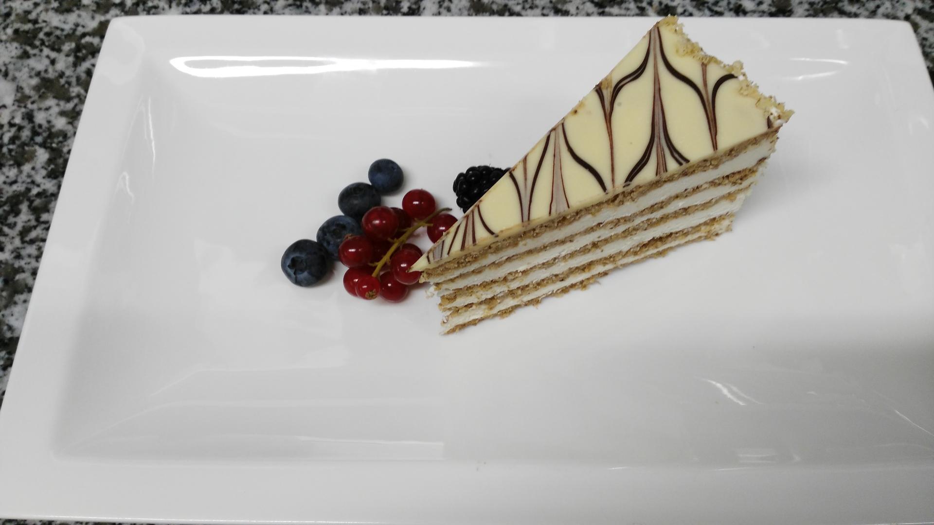 eszterhazy cake. באדיבות הקונדיטור יוז'ף יוהוש