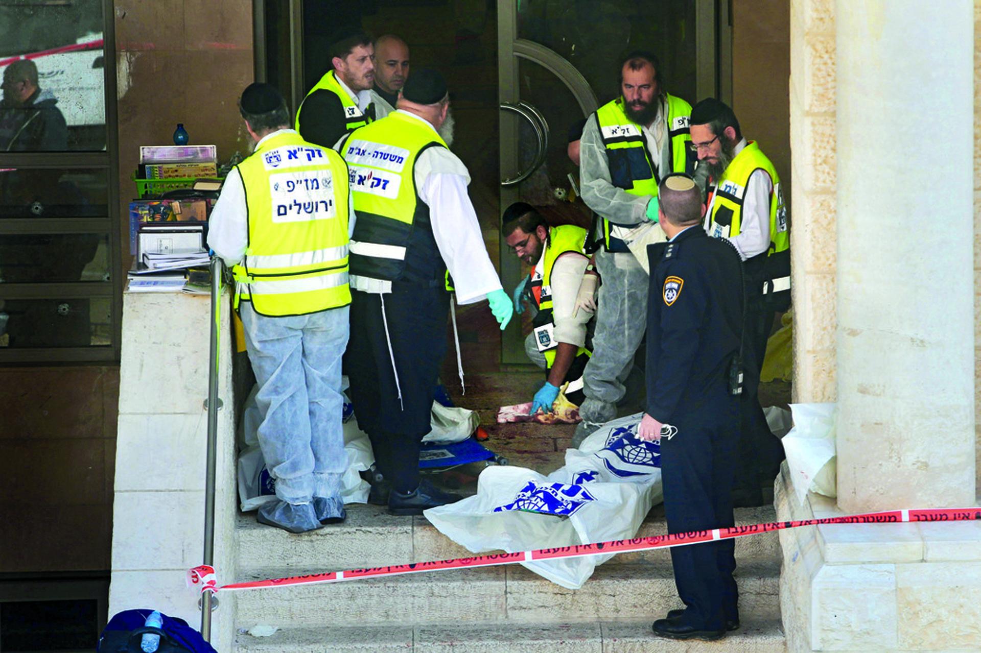 הפיגוע בבית הכנסת בשכונת הר נוף בירושלים | צילום: אלכס קולומויסקי