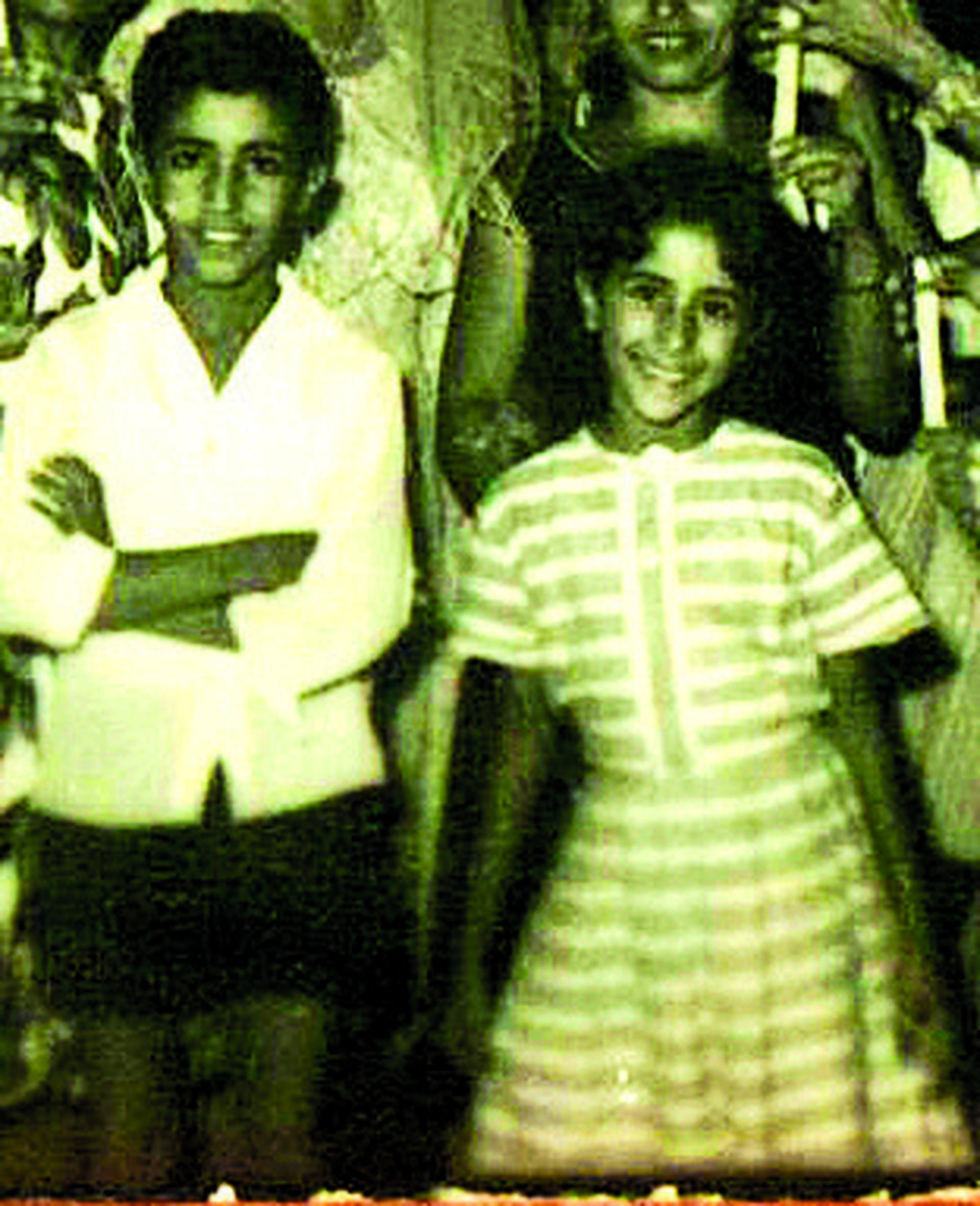 עפרה ויאיר בילדותם  צילום פרטי