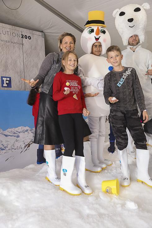 אנסטסיה מיכאלי ואנשי השלג | צילום: רפי דלויה