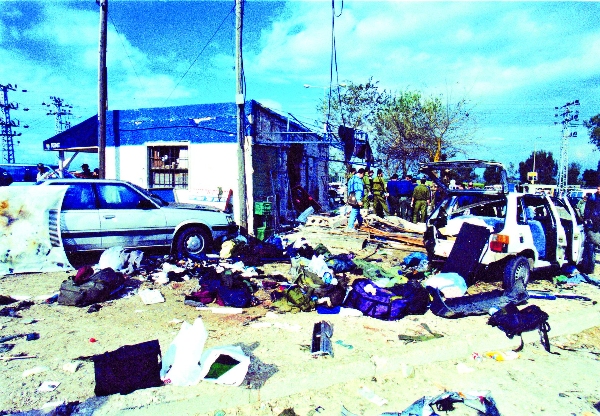 הפיגוע בבית ליד, ינואר 1995 | צילום: מיכאל קרמר