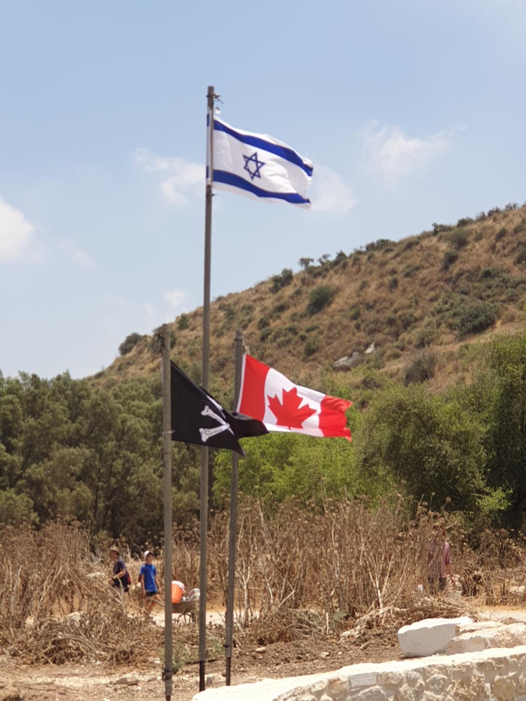 דגל ישראל, דגל ארצות הברית ודגל הפיראטים