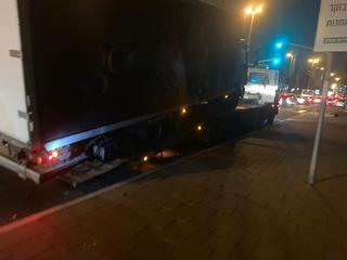 המשאית שנתפסה בבת ים   צילום: דוברות המשטרה