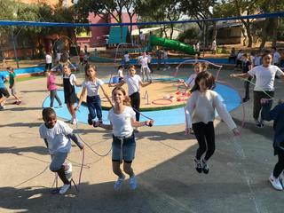 הילדים עם הדילגיות | צילום: בית ספר גורדון